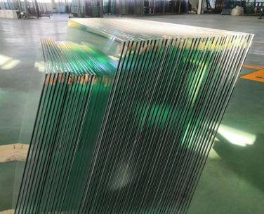 专业弯钢玻璃制造商对产品保养的一点小小的介绍